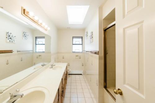 Bathroom (Upper)